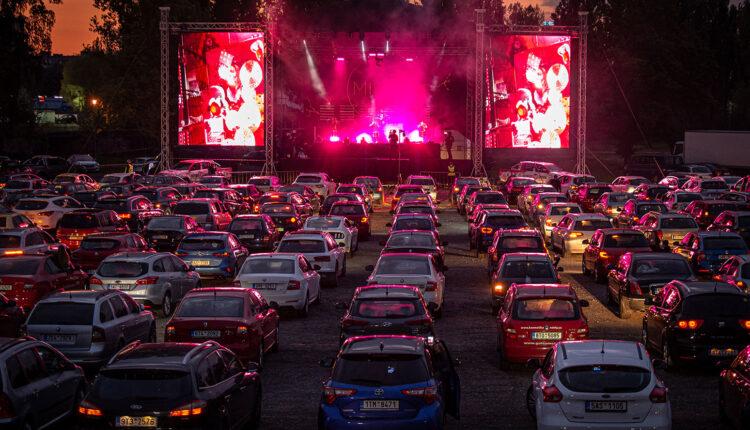 Drive-in-concert-in-the-Czech-Republic-may-15-2020-billboard-1548-1591997498-compressed.jpg